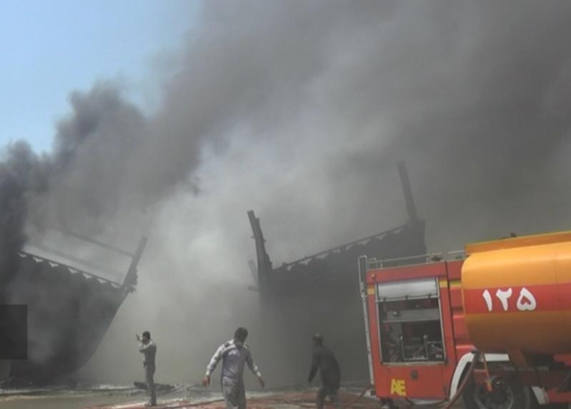 آتشسوزی در کارخانه لنجسازی بوشهر /سوختن ۷ شناور+عکس